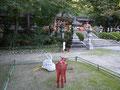 「神鹿縁結び土鈴」をモチーフに、紅白の鹿像で式年遷宮をお祝いします