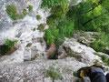 am Beginn der Platte, 2. Sl, Blick hinunter zum Stand bei der Höhle