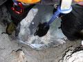 in der Höhle, Blick hinab, der Rucksack wird nachgezogen