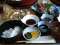 行きがけに宮津漁連の食堂で刺身定食など。