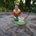 Femme au sac d'herbes - 8€