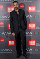 Hugo Silva de VRL   PACO VARELA en los Premios MIM. 28 Noviembre 2016.