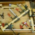 Holzprofile werden an Jury Struts geleimt mit Epoxi