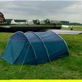 Fliegertreffen in Tannkosh auf dem Flugplatz Tannheim ( meine Unterkunft ) neben der Jak