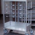 06 FVTF6 Fahrverteiler F mit Sortierkörben und Stellplatz für Postkisten und Pakete im unteren Bereich