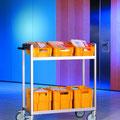 TFM14 Postkistenwagen mit 2 Ebenen, obere Ebene schräg gestellt - erleichtert die Einsortierung der Post und den Zugriff bei der Verteilung