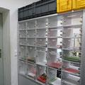 SF7 bei der beidseitigen Bedienung einer Schließfachanlage mit Einwurfschlitzen ist ein Durchwurfstopp empfehlenswert (verhindert das Durchwerfen der Post)