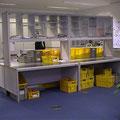 TS14 Postsortiertisch, beidseitig bedienbar, eine Seite mit Plexitüren verschließbar, Freiraum für Postkisten unter dem Sortieraufbau