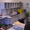 TS9 Posttische mit Sortierüberbau für die Postvorsortierung und mit Freiraum für Postbearbeitungsmaschinen