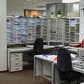 TS7 offene Bedienerseite einer Postabholanlage mit Reihentüren, die Fächer sind auf beiden Seiten beschriftbar