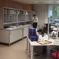 TS11 Sortieraufbau mit Freiraum für Postbearbeitungswerkzeuge (Stempel, Heftgerät) und obere Ablagemöglichkeit für Kuverts