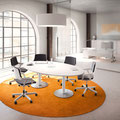 22 Ovaltisch mit runden Fußplatten