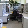 SR4 Post-Sortieranlage mit Eck-Sortierregalen, hier in der Variante mit Standardfachbreite kombiniert mit einer schmaleren Fachreihe