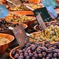 Оливки на рынке в Провансе
