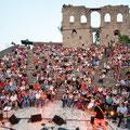 Arena der Burgruine Finkenstein. An die 1100 Sitzplätze stehen Ihnen für Ihr Unterhaltungsprogramm zur Verfügung