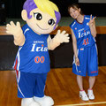 伊藤選手、アイリスちゃんとハイチーズ!