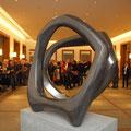 2010 - Bronzeskulptur im Rathausfoyer der Stadt Neuss - 115x70x60 cm auf Steinsockel