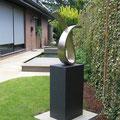 ohne Titel VIII - 2012 - Bronze matt - 67 (h) x 47 (b) x 17 /t)  cm auf Steinsockel