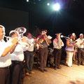 La Banda Valesana de Colòn, avec des instruments venus du Valais