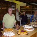 Kaffee und Kuchen satt - bei unserem großen Hallenflohmarkt