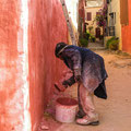 Dans les rues de Gorée... on peint et pas que les murs !