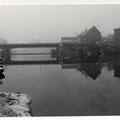 Maxbrücke und Walzenwehr im Januar 1951