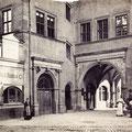 Rathausapotheke mit Rathaus