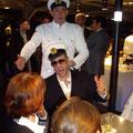 Wer fährt eigentlich das Veranstaltungsschiff? Unsere völlig verrückte Schiffscrew jedenfalls nicht.