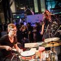 Gastmusiker an den Percussions beim Auftritt beim FAMAB-Award 2014 im Colosseum Essen  / Fotos: Nadine Targiel