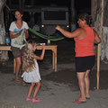 Tanzen mit den Campnachbarn. Dancing with our campneighbours.