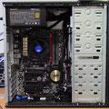 neuer Computer mit geöffnetem Seitenteil