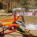 """""""TAZAS LOCAS METALICAS"""" Medidas: 6 metros de diámetro Capacidad: 24 niños"""
