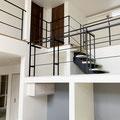 見えにくいですが、スキップフロアーから2Fへもアイアンの階段手すり!
