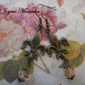 PC115 flor de lis y cuenta rosa 5cm aprox