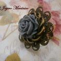 A011 Anillo filigrana flor gris y aro trenzado