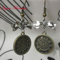 PR005 Pendientes reloj bronce y lazo plateado. Largo aprox. 4,5cm