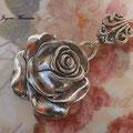 C007 Colgante en forma de rosa. 5 cm