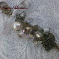 LL002 Llavero color bronce, de cuentas lampwork grises, perla, cuentas facetadas de cristal, llave, candado y lazo gris. Largo aprox. 12.5cm