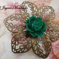 BR008 Broche en bronce con flor verde. Dimensiones 6,5 x 6,5 cm