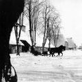 Hof Ganzow -  um 1920 | Blick vom Gutshaus auf den Schafstall, im Hintergrund giebelständig: Haferscheune und Roggenscheune
