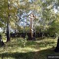 Небольшое место захоронений, оставшееся от кладбища. Сентябрь 2016 г.
