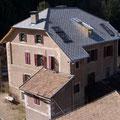 Dachdeckung mit rhombusförmigen Eternitplatten