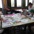 In den Kunsträumen wurden mit Salz und Farben Bilder und Tücher gestaltet...