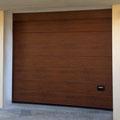 porta sezionale simil legno scuro