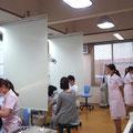 さて診療室はこんな雰囲気です。開放感とパーソナル空間をうまく使い分けられるようにしています。