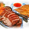 Ped Yang, knusprige Ente mit Gemüse in Erdnuss-Sauce, Thailändische Küche