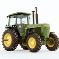 John Deere 4440 Traktor mit mechanischem Allradantrieb (Quelle: John Deere)