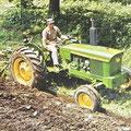 John Deere 2020 Traktor mit Pflug (Quelle: John Deere)