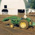 John Deere 1020 Traktor mit Frontlader (Quelle: John Deere)