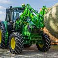 John Deere 6130M Traktor mit Frontlader (Quelle: John Deere)